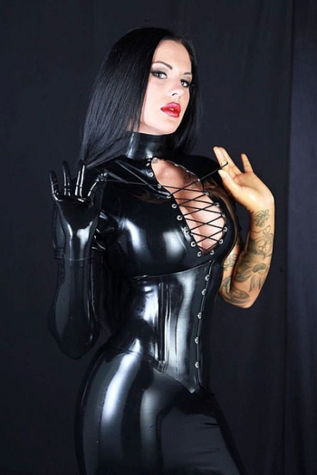 Domina Kira Royal